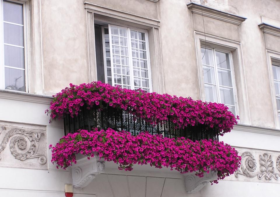 Stínidlo nad balkón či prosklená zimní zahrada: Nejčastější prohřešky majitelů bytů v rozporu se zákony