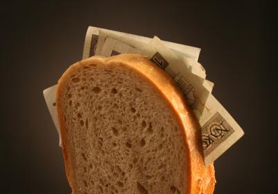 Boj s krizí: Budou banky hostit neplatiče?