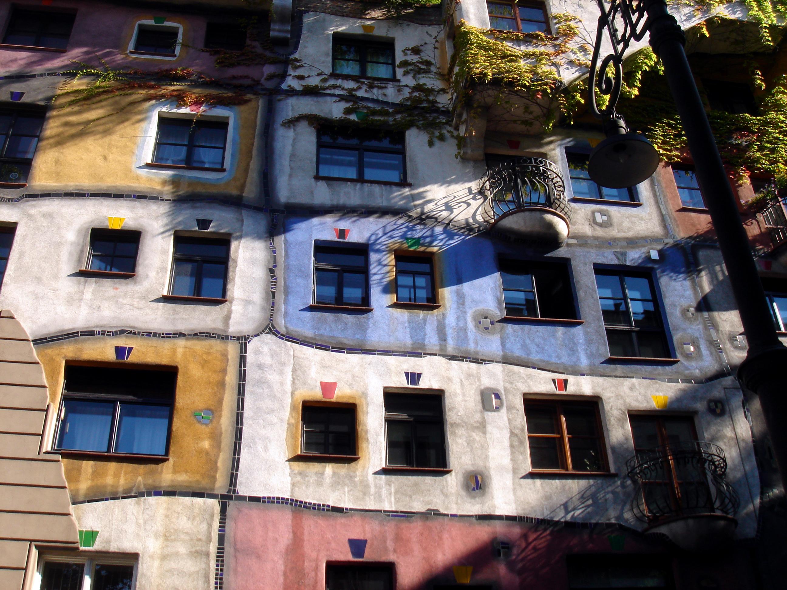 Bytový dům - Hundertwasserhaus - Friedensreich Hundertwasser
