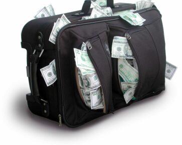 Kufr peněz - peníze - dolary - USD