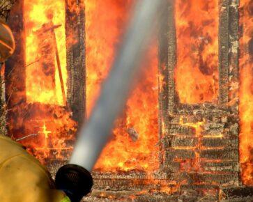 Požár, oheň, hasiči - pojištění nemovitostí - pojištění domácnosti a nemovitosti