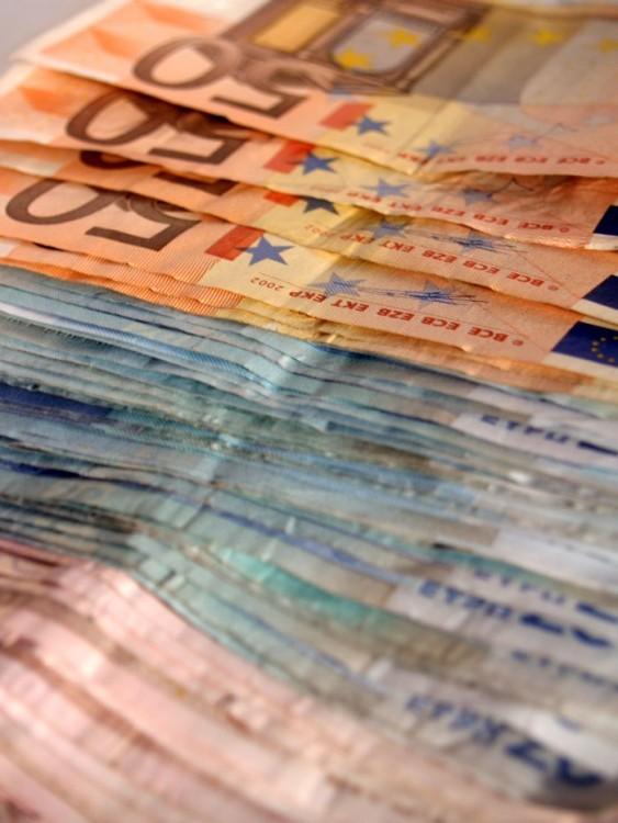 Peníze, eura, bankovky