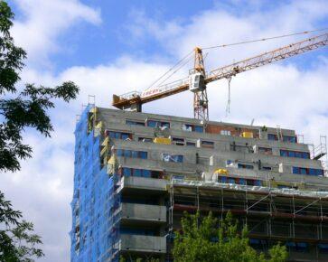 Bytová výstavba, nové byty, jeřáb