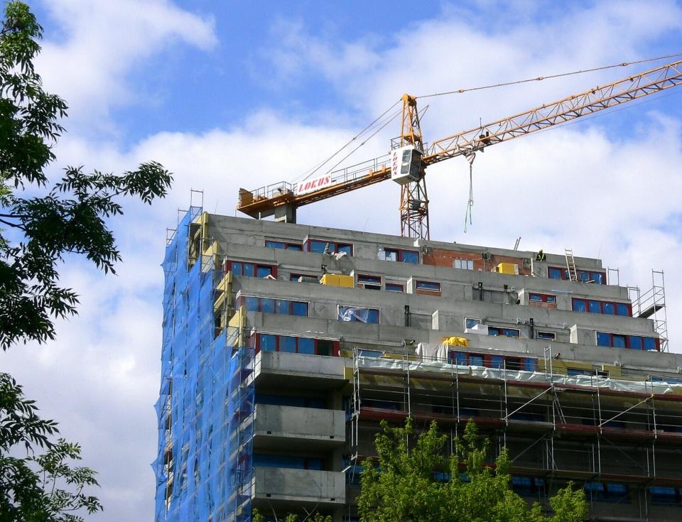 Stavba a jeřáb