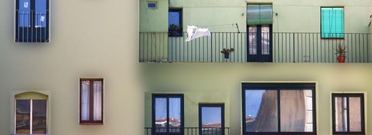 Bytový dům - balkón - okna