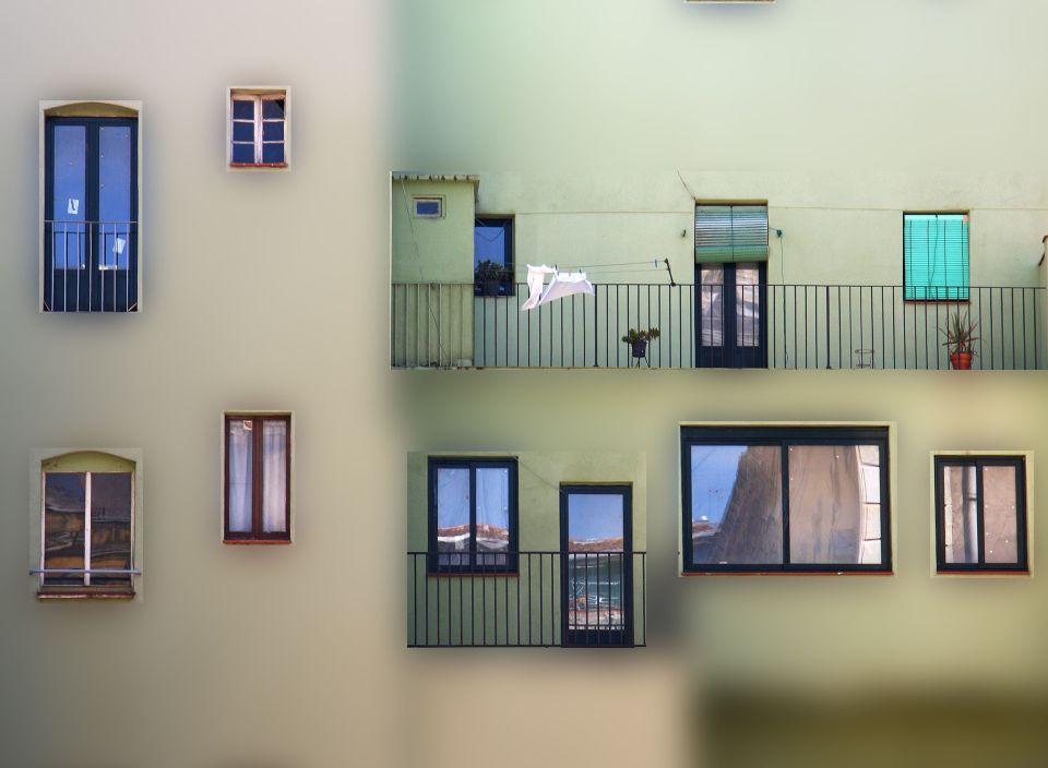 Bytový dům - okna - balkóny