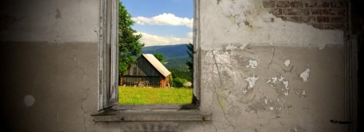 Okno s výhledem - dům - hory