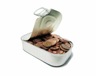 Peníze v plechovce - mince - úspory