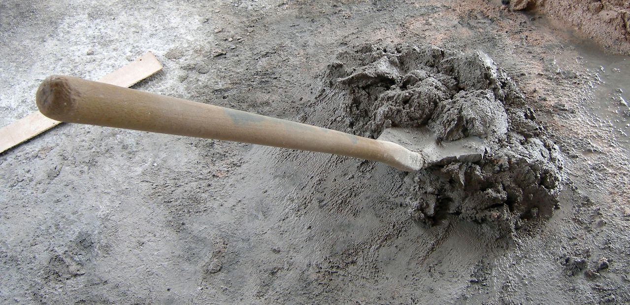 Lopata - beton - malta - stavba - staveniště