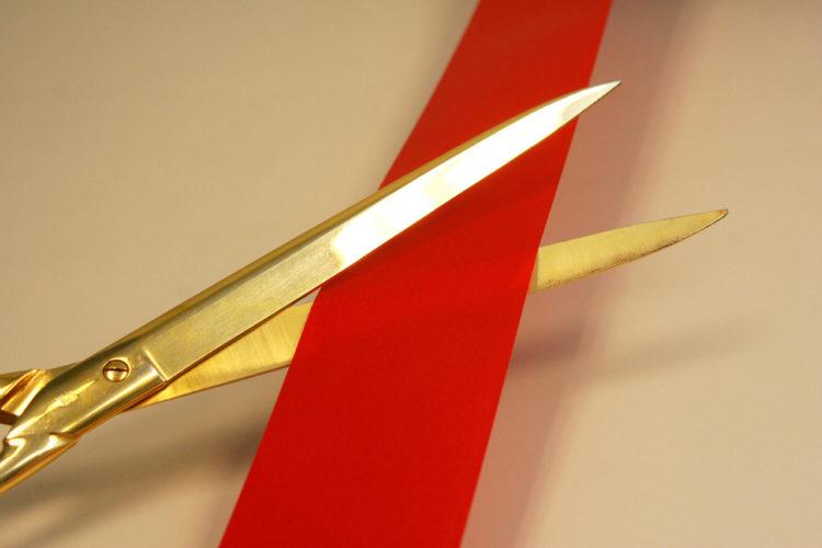 Nůžky - stuha - stříhání - zkrácení
