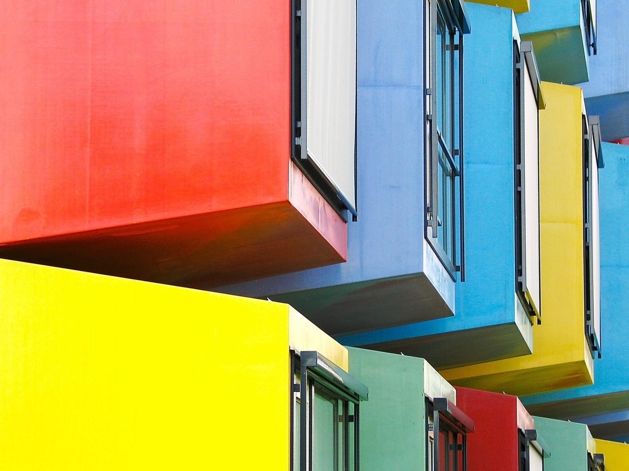 Barevné domy - okna - reality - byty - bytový dům - vzroste cena nemovitosti