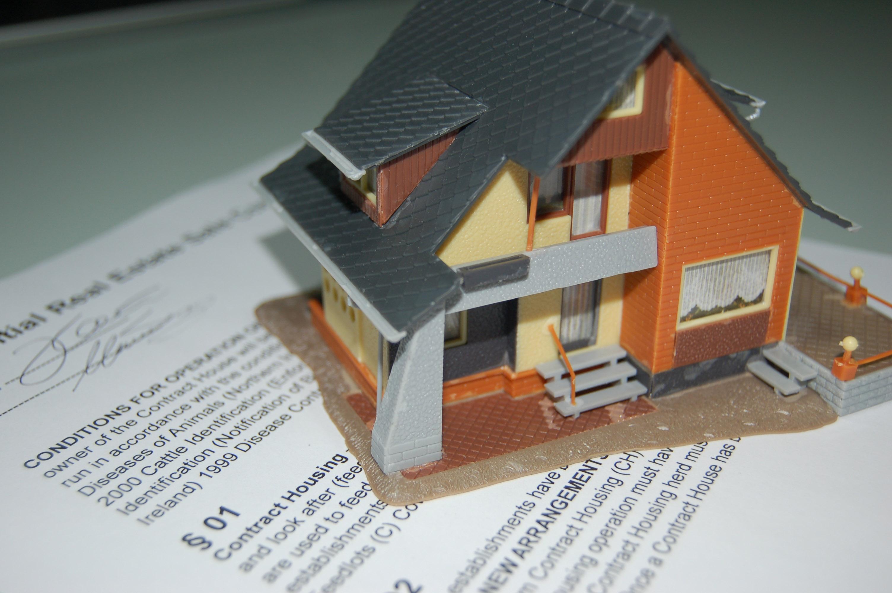 Smlouva - dům - prodej domu - realitní trh