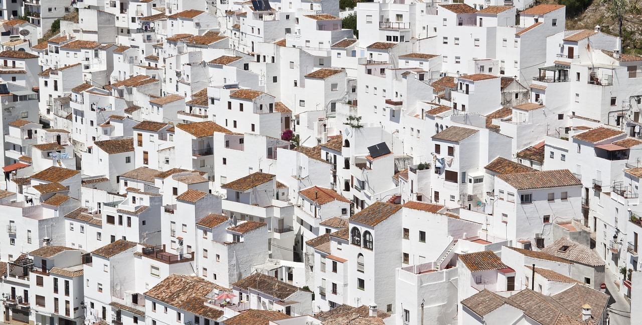 Město - bílé domy