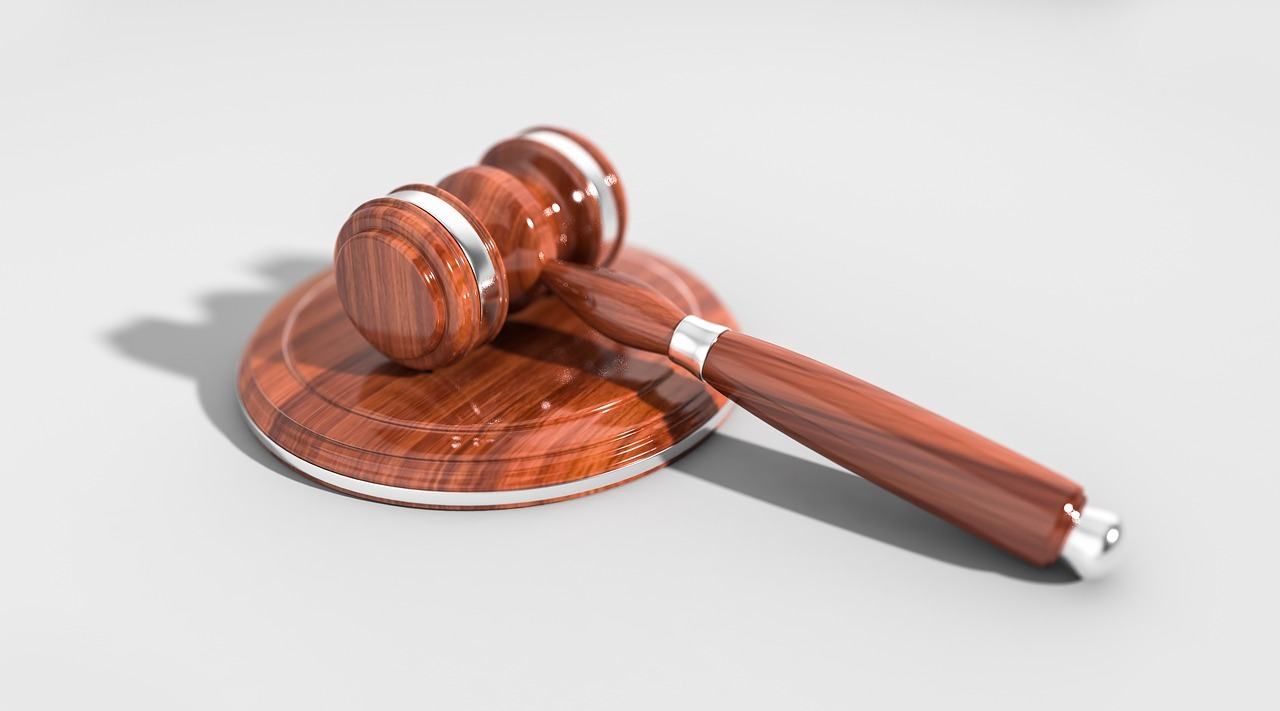 aukce - dražba - dražební kladívko