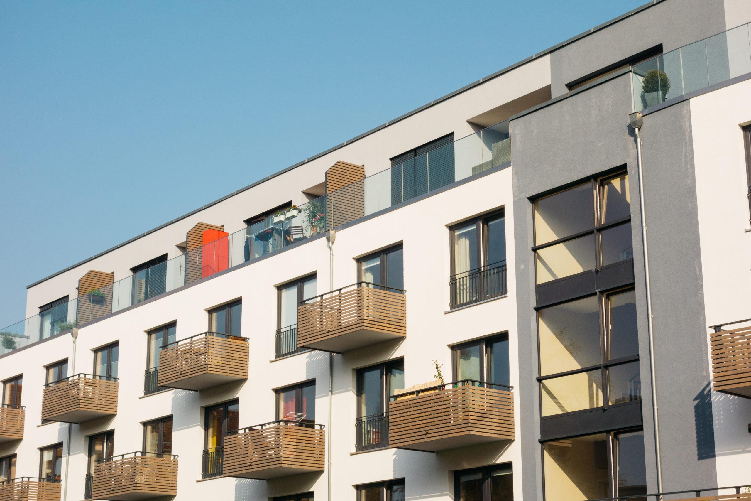 Družstevní byty a osobní vlastnictví: Rozdíly, výhody a nevýhody