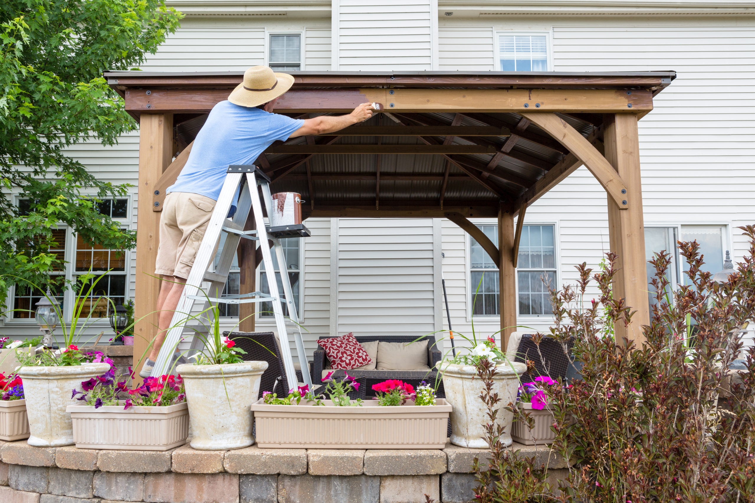 Potřebujete ke stavbě plotu, pergoly, bazénu nebo garáže stavební povolení?
